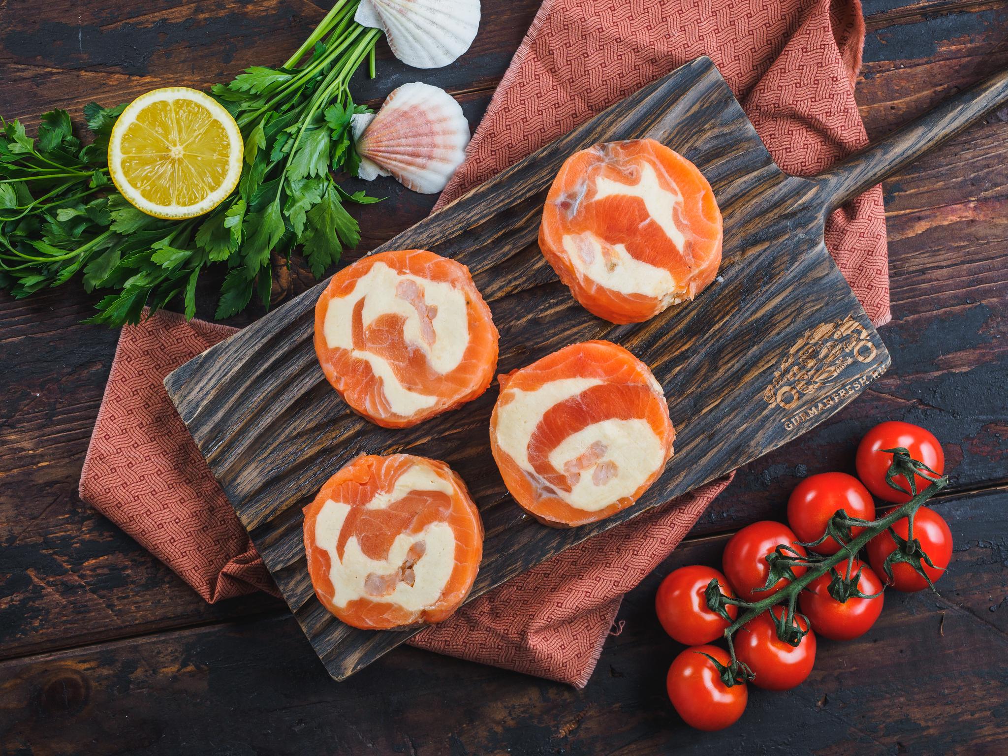 Рулеты из семги с сыром и креветками (свежемороженые)