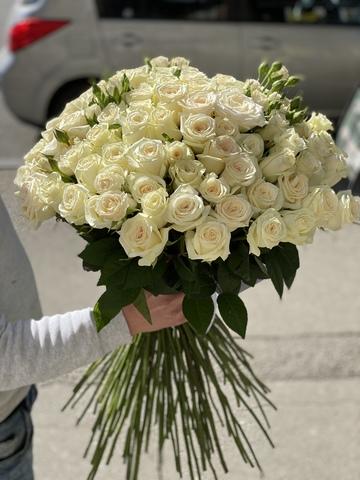 Купить 101 Розу в Тбилиси.