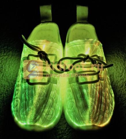 Светящиеся кроссовки с USB зарядкой на шнурках, цвет белый, светится верх. Изображение 6 из 23.