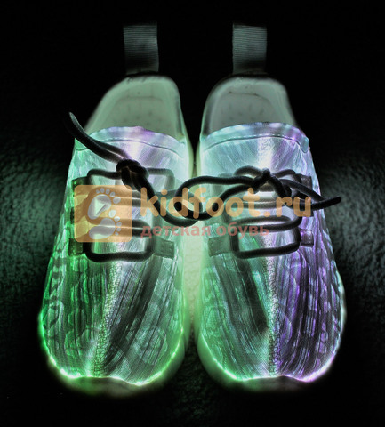 Светящиеся кроссовки с USB зарядкой на шнурках, цвет белый, светится верх. Изображение 9 из 23.