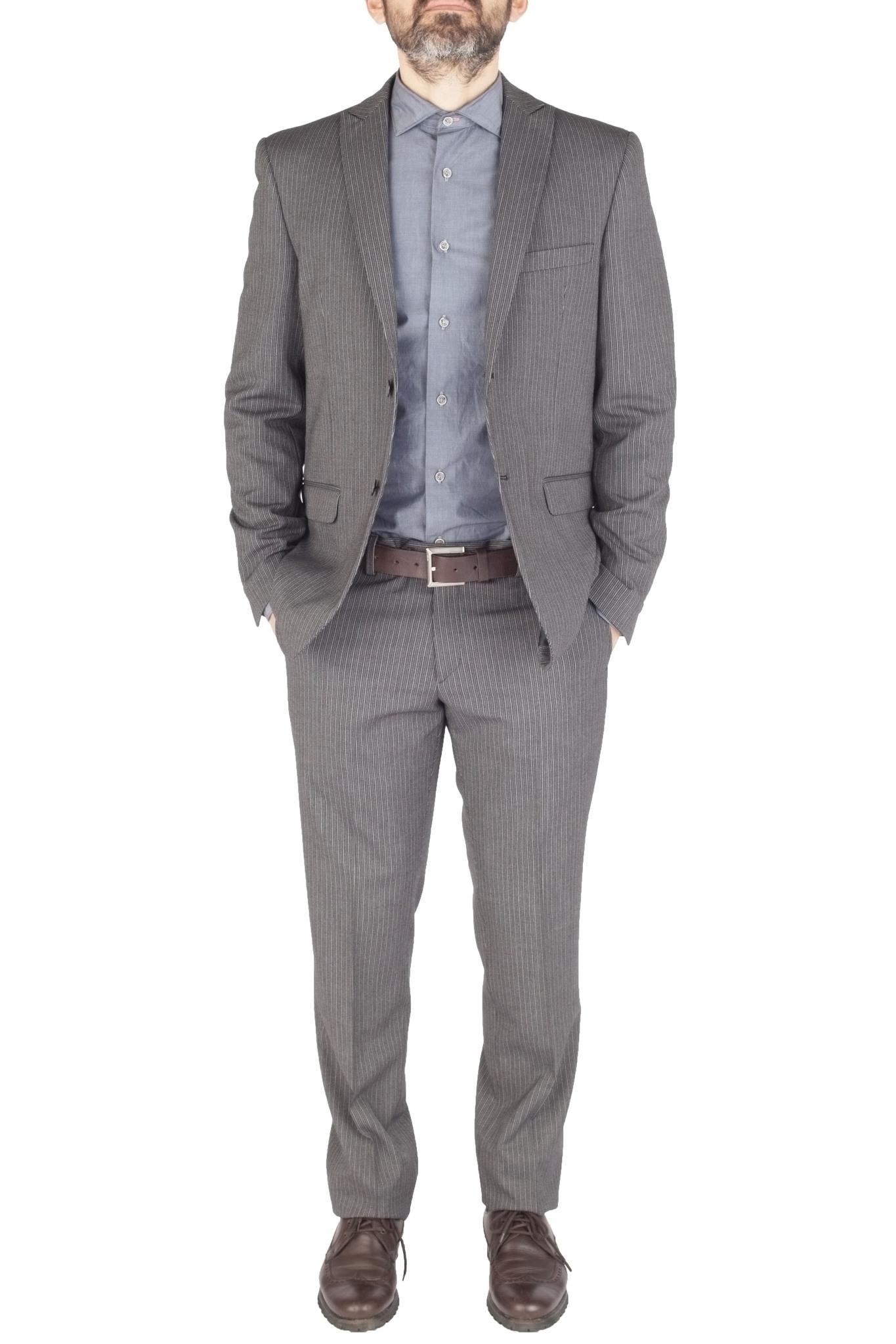 Серый шерстяной костюм в контрастную полоску
