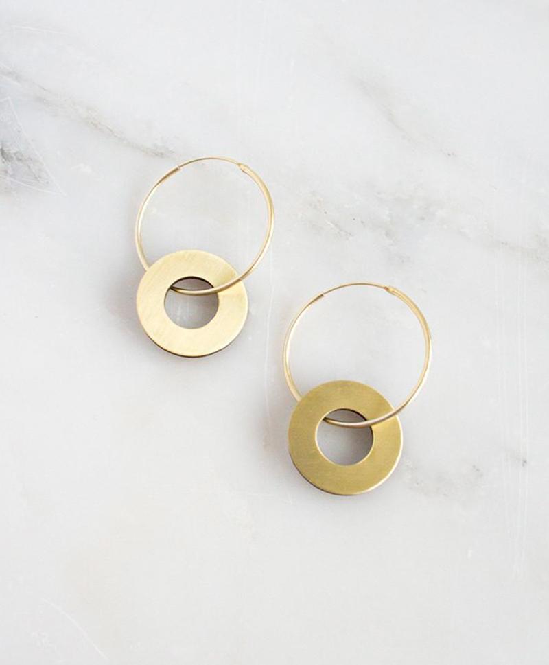 Серьги Disc Charm Hoops in Brass