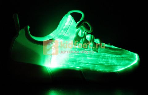 Светящиеся кроссовки с USB зарядкой на шнурках, цвет белый, светится верх. Изображение 16 из 23.