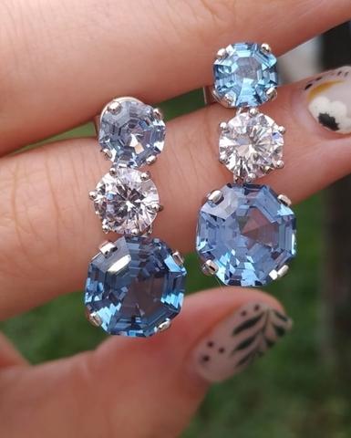 60782- Серьги из серебра  с круглыми белыми и синими кварцами огранки