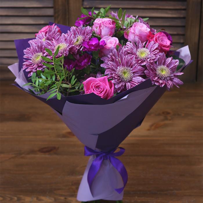 Купить небольшой букет с пурпурными цветами в Перми
