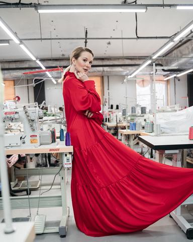 Платье макси с рюшами красное