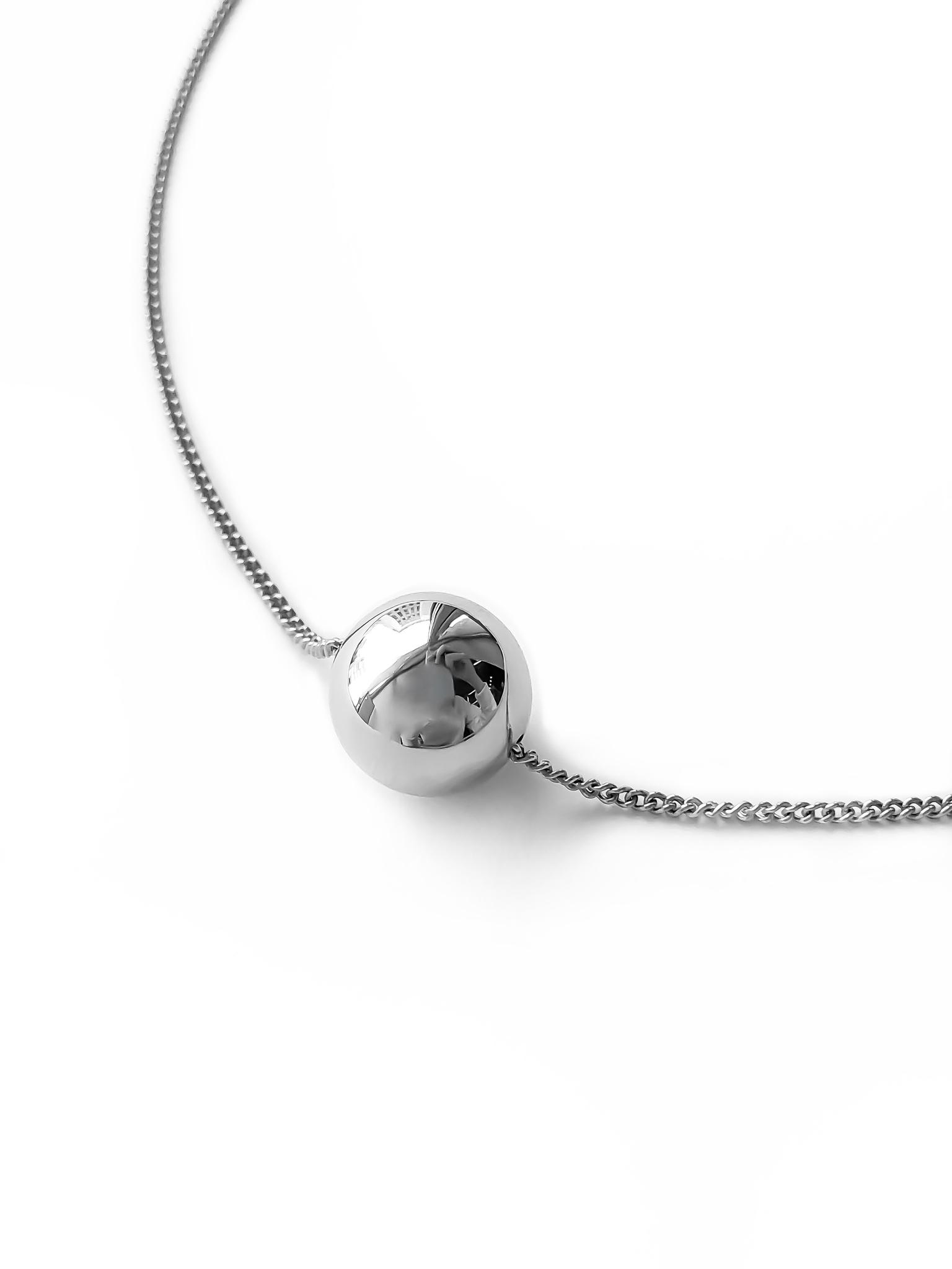 Серебряное колье-шар