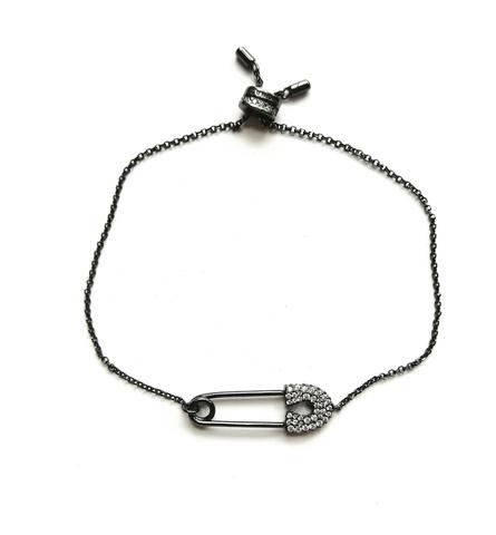 54552 - Браслет из серебра в черном родаже с подвеской булавка на затяжке