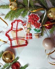 Мышонок с пуансеттией трафарет для пряника, мастики, печенья