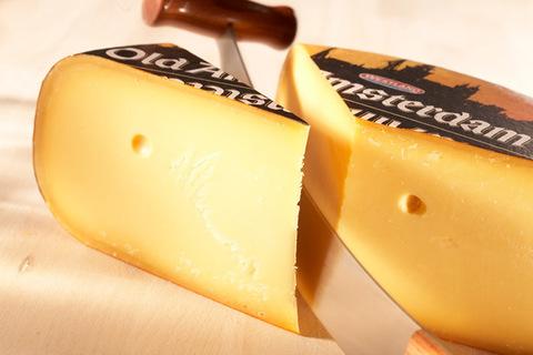 Сыр Старый Амстердам - твердый, карамельный СЫРЫ И КОЛБАСЫ ИП ПОТАПОВА 1кг