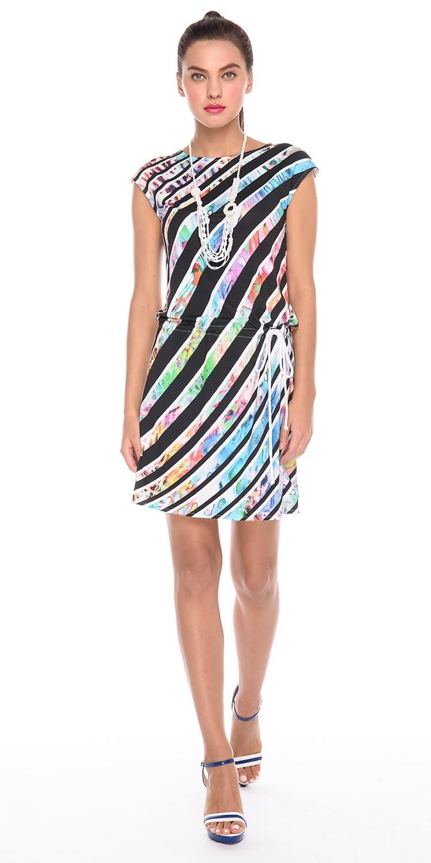 Платье З167-214 - Летнее платье с ярким принтом для тех, кто привык быть в центре внимания. Свободный силуэт и встроенная кулиска позволяют регулировать платье по фигуре и чувствовать себя максимально комфортно. Платье выполнено из вискозы и отлично подойдет для жаркого лета в городе или отпуска на морском побережье.