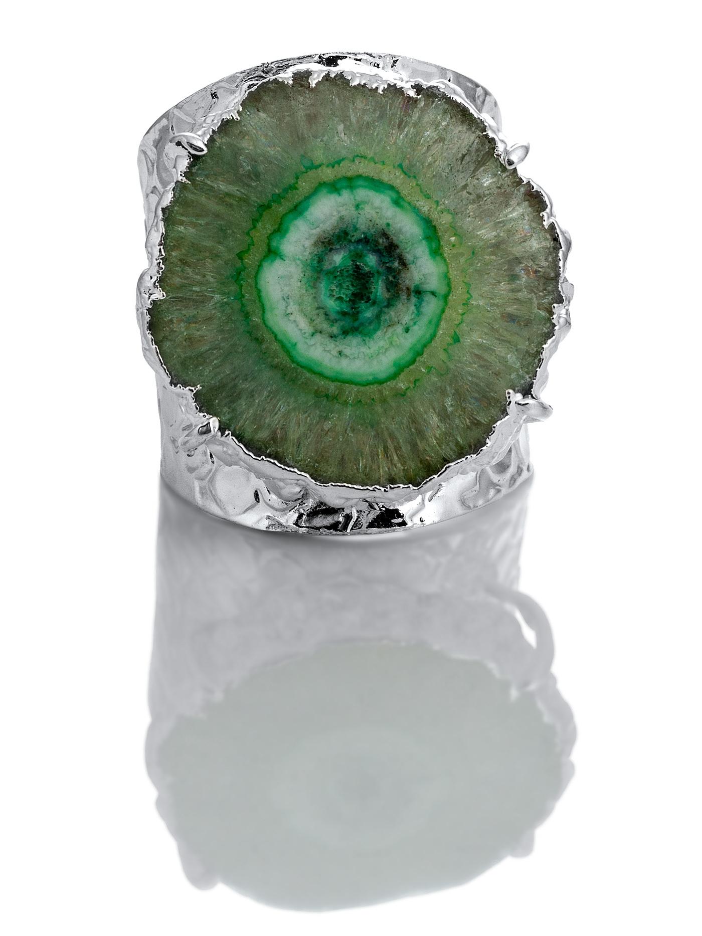 Дизайнерское кольцо с жеодой агата зеленого цвета