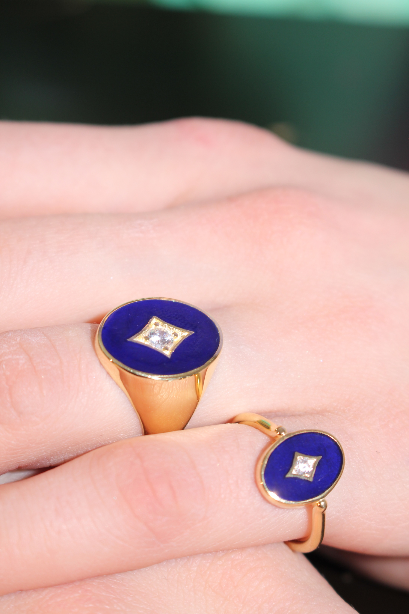 Aurora ring in gold plated silver with dark blue enamel