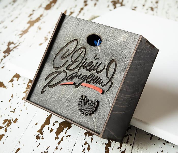 BOX225-1 Подарочная коробка «С Днем Рождения» из дерева (17*17*7 см) фото 03