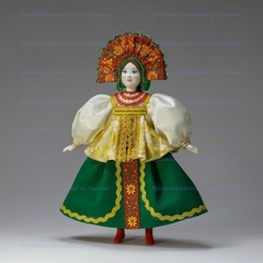 Кукла в русском костюме Василиса