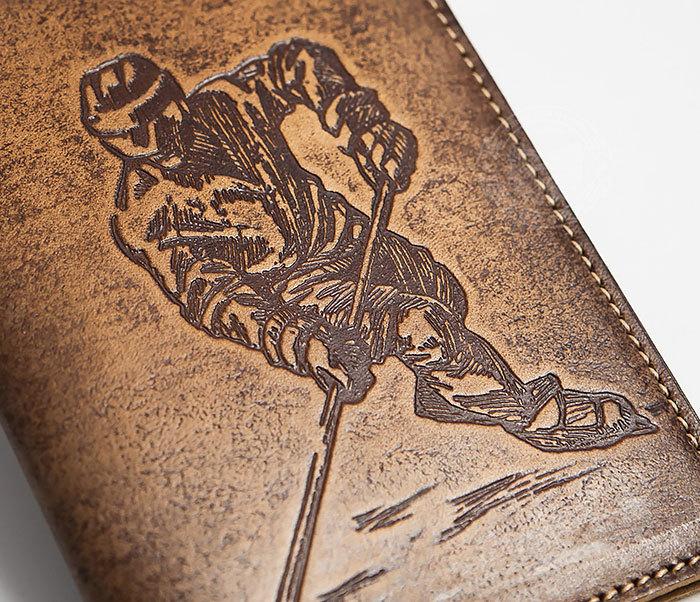 BY14-38-02 Обложка для паспорта «Хоккей» из натуральной кожи фото 02