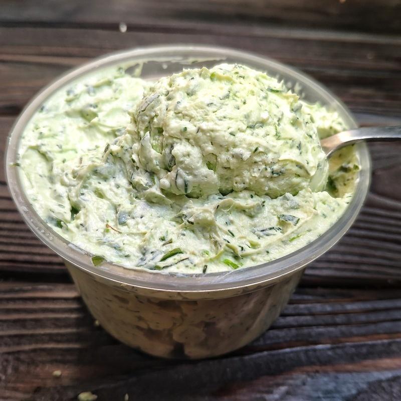 Фотография Сыр сливочный с зеленью из козьего молока /300 г./ РАСПРОДАЖА купить в магазине Афлора