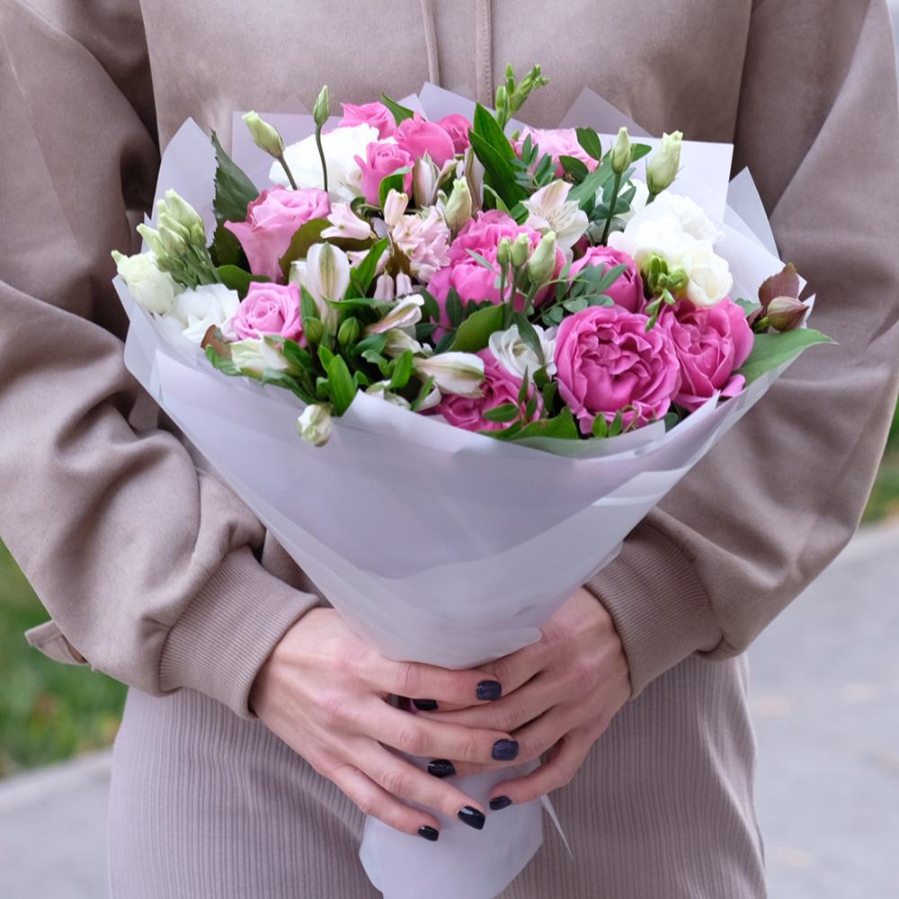 Букет с пионовидной розой, эустомой и гиацинтом