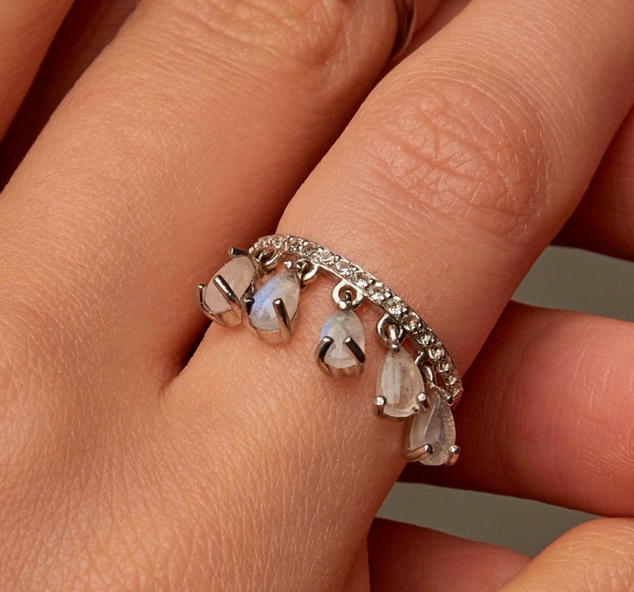 Кольцо с подвесками с лунными камнями от MOONKA STUDIO