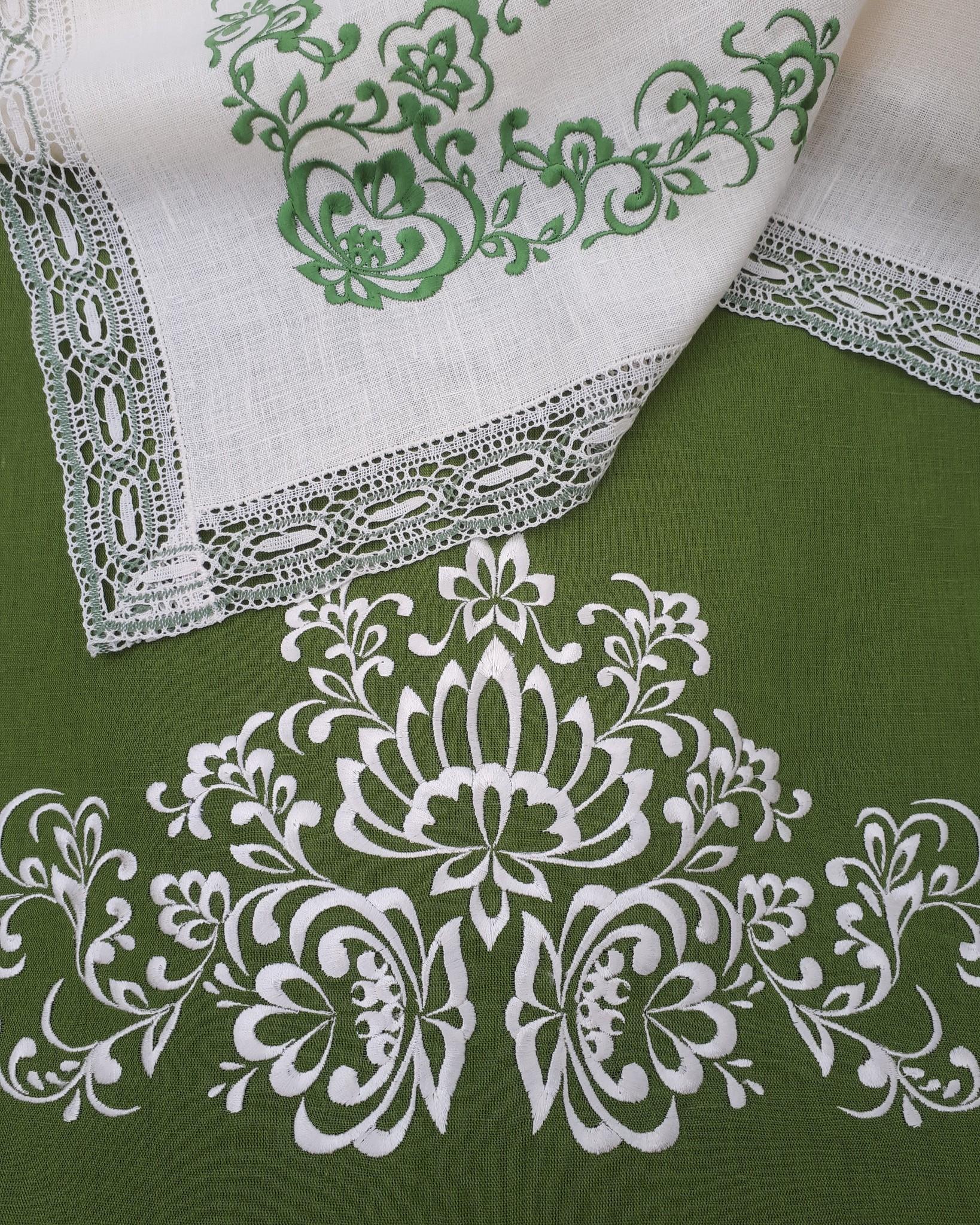 Комплект столового белья с кружевом и вышивкой