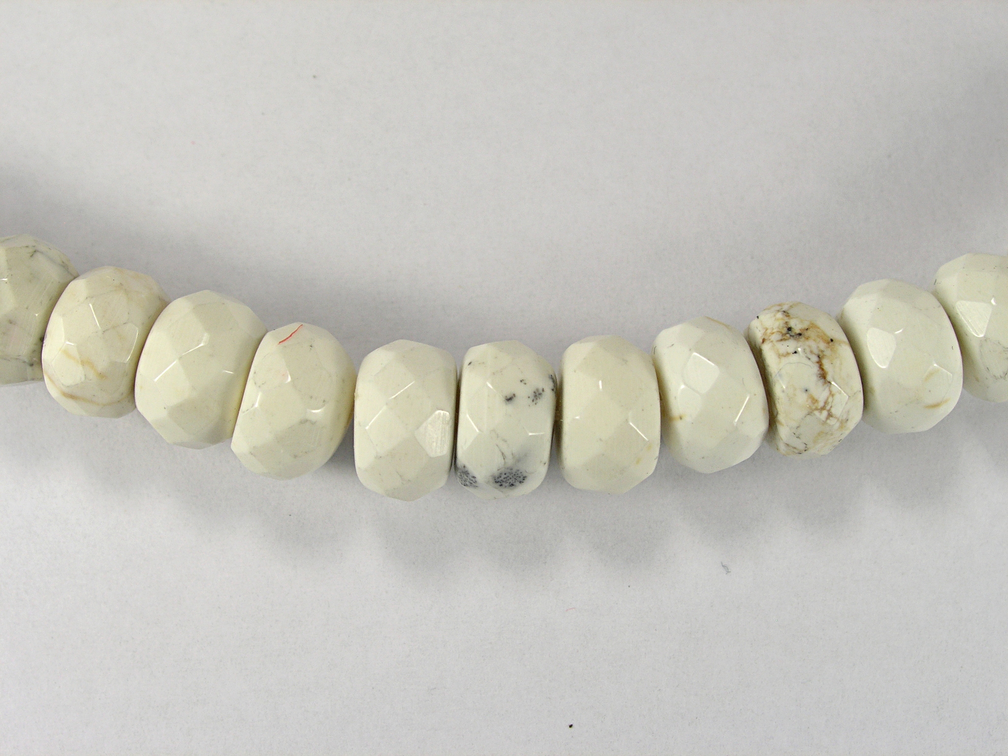 Бусина из магнезита белого, фигурная, 6x10 мм (рондель, граненая)