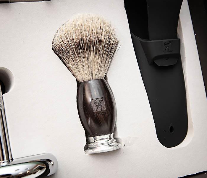RAZ490 Подарочный набор для бритья «TITAN» с классическим станком фото 04