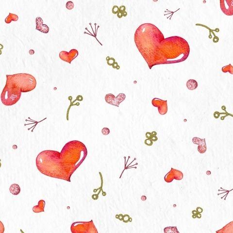 Яркие сердечки на белом фоне