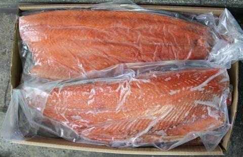 Крупное филе лосося атлантического свежемороженое (кг)