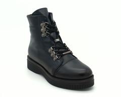 Синие ботинки на шнуровке с металлической фурнитурой