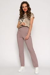 <p>Это самые модные брюки грядущего сезона! Высокая, очень удобная посадка, талия на резинке, функциональные карманы. Ткань супер легкая, эластичная.&nbsp;</p>