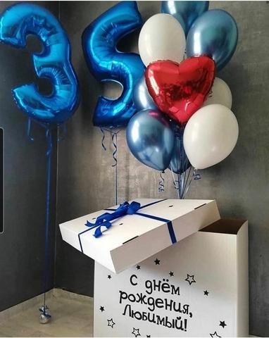 Белая коробка шаров с фонтаном шаров