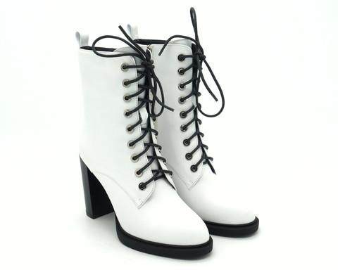 Белые кожаные ботильоны на шнуровке