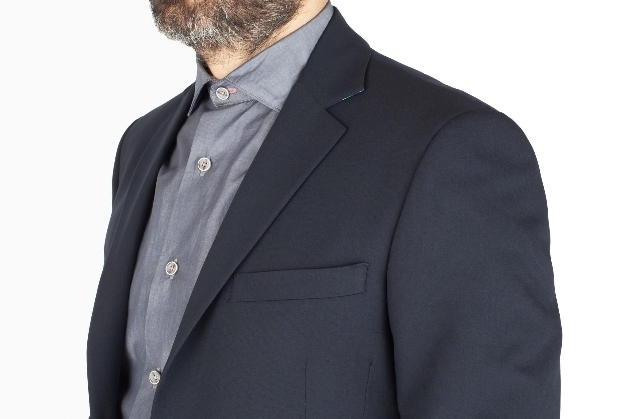 Тёмно-серый шерстяной костюм, нагрудный карман