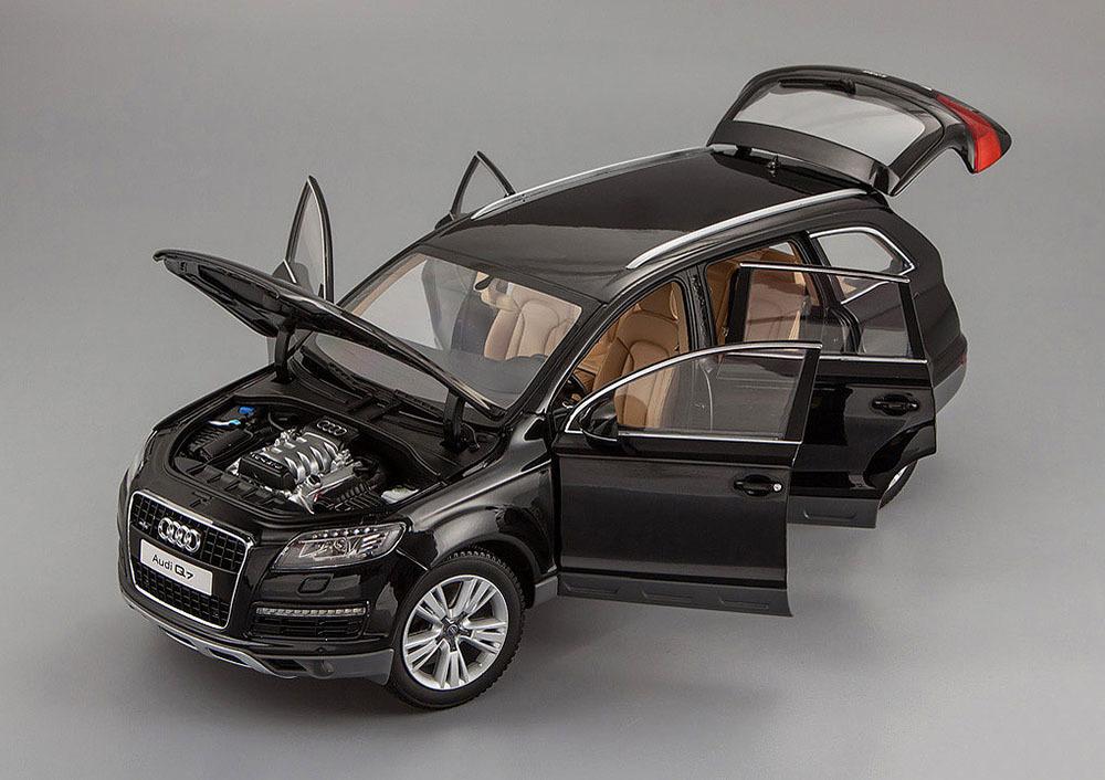 Коллекционная модель Audi Q7 2013