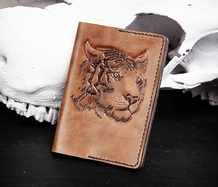 BC149 Кожаная обложка ручной работы для паспорта с тигром