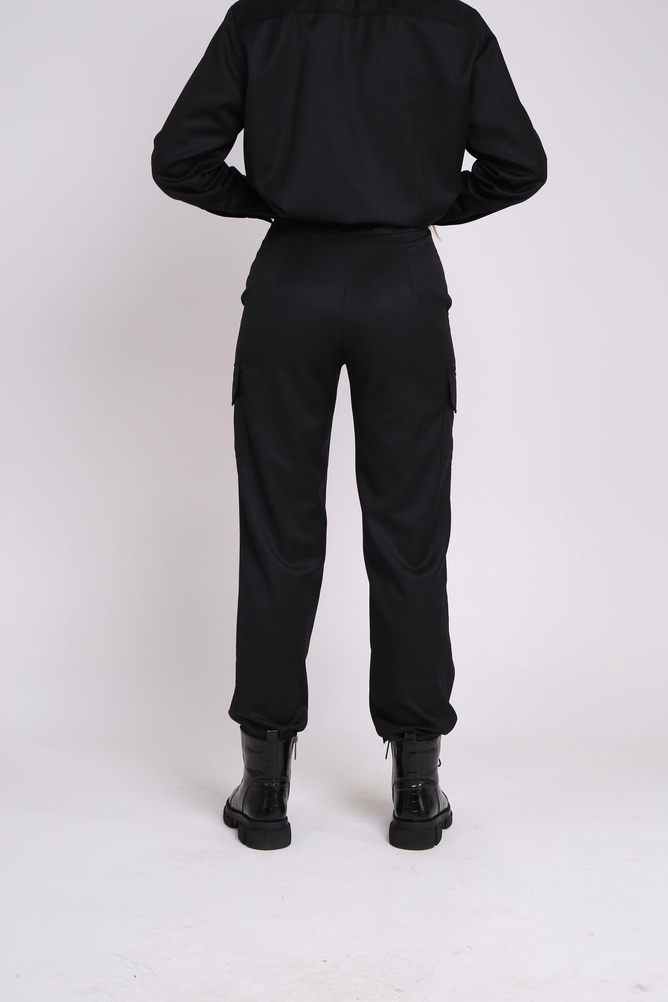 Брюки черные с карманами