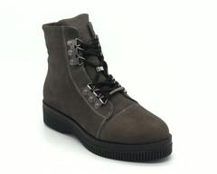 Серые ботинки на шнуровке с металлической фурнитурой