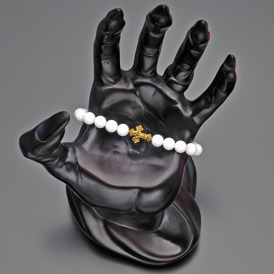 Браслет из белого агата на резинке с крестом от итальянских дизайнеров