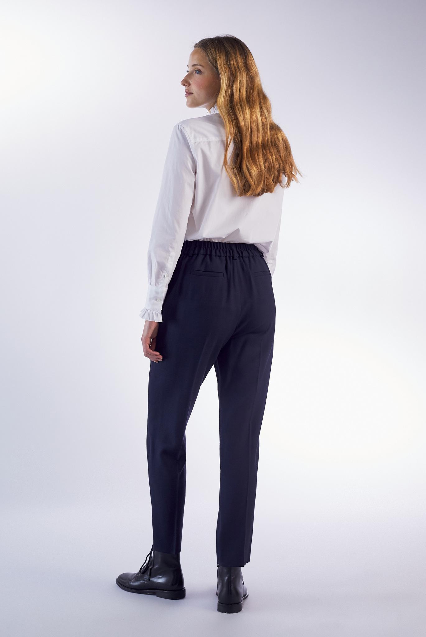 Классические брюки с эластичным поясом