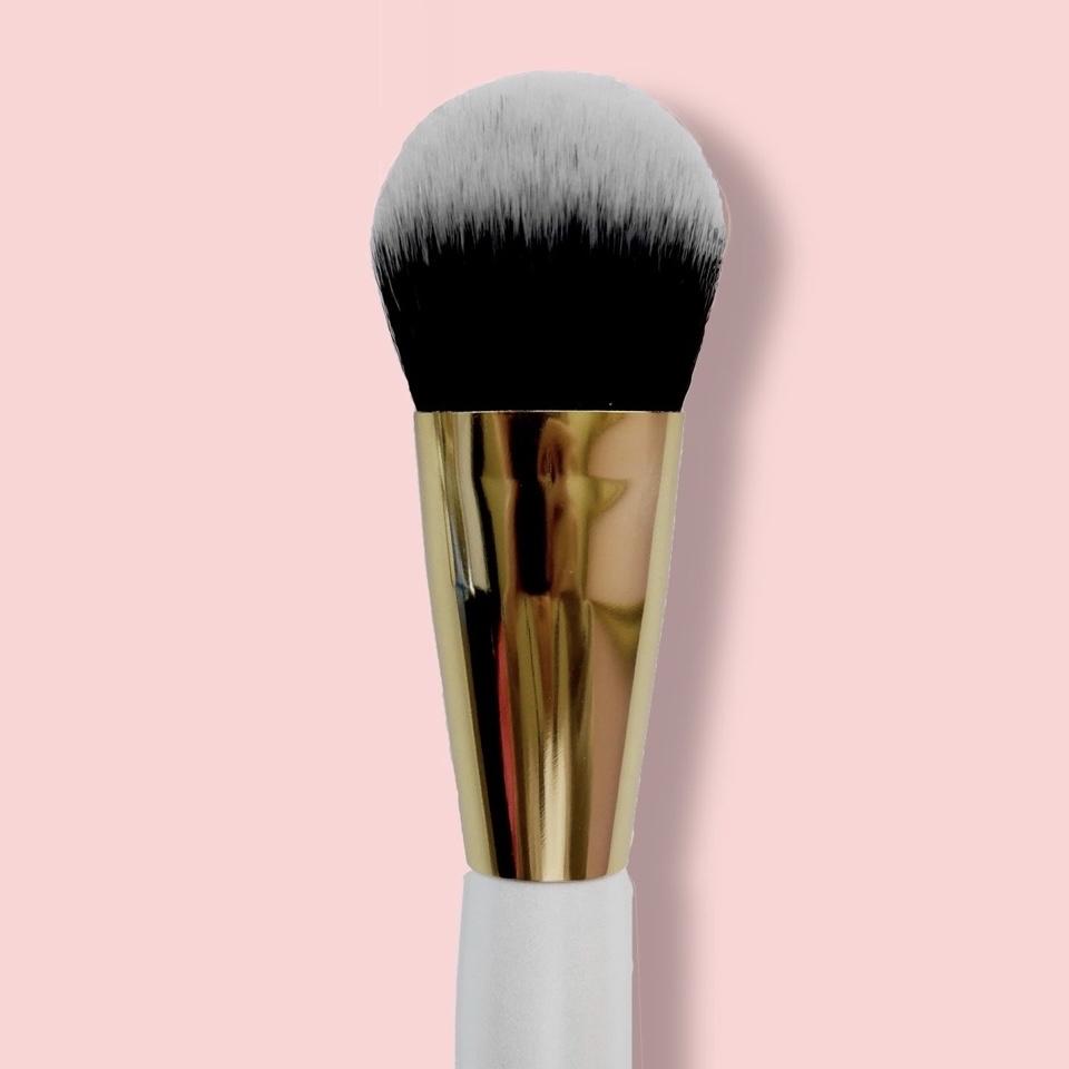 Oh My brush Кисть для тона и коррекции плоская Flat Contour 118 таклон