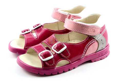 Босоножки Тотто из натуральной кожи с открытым носом для девочек, цвет малиновый розовый. Изображение 6 из 12.