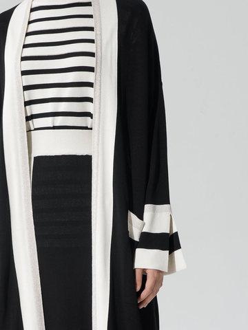 Женский кардиган черного цвета с карманами и контрастными вставками - фото 5