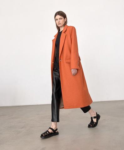 Пальто с мужского плеча морковного цвета