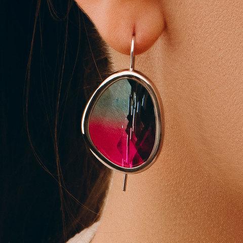 Серьги на петле с крупным каплевидным кристаллом (розово-голубой)