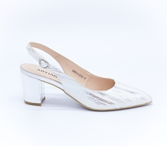 Серебряные кожаные босоножки на среднем каблуке