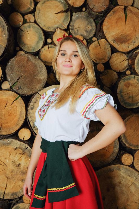 костюм Маков цвет в русском стиле приближенный фрагмент