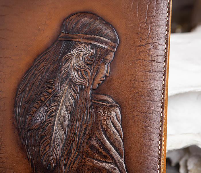 BY05-18-02 Кожаный ежедневник с изображением индианки, тиснение (А5) фото 02