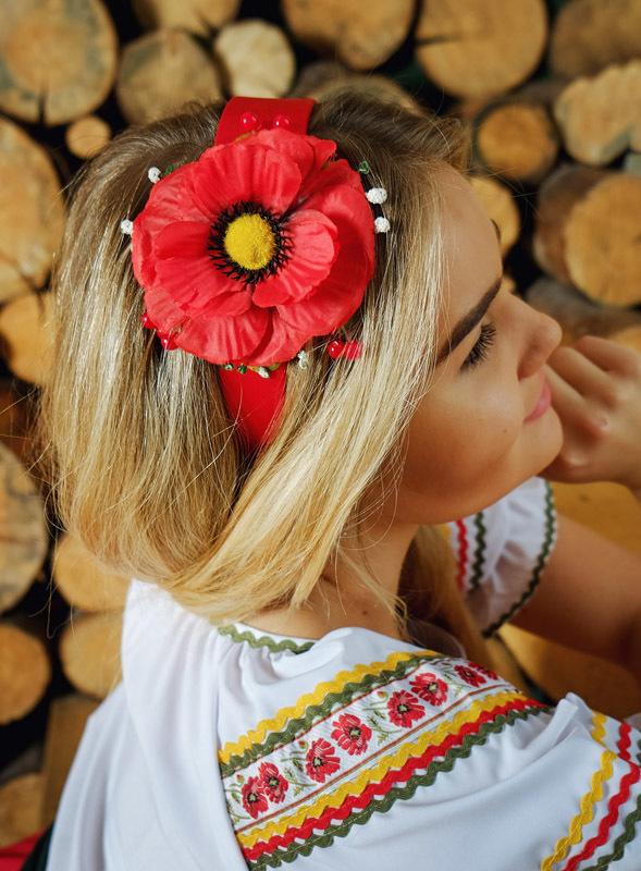 костюм Маков цвет в русском стиле плечо