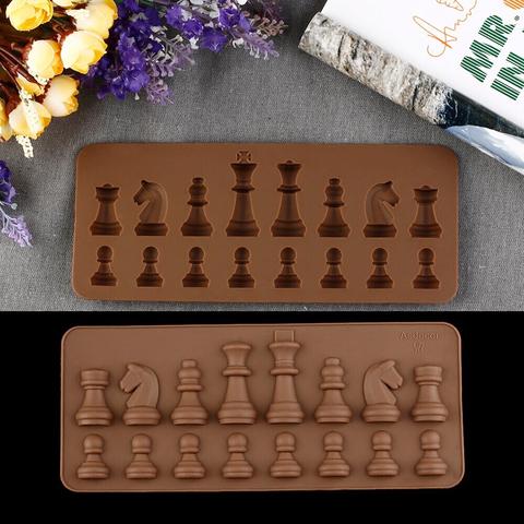 Силиконовая форма для шоколада ШАХМАТНЫЕ ФИГУРЫ  (h-4см.) 16 фигур