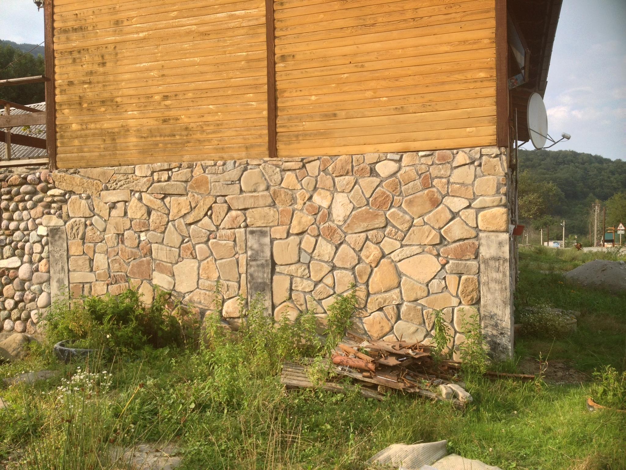 Адыгейский булыжник плоский для облицовки, готовые работы